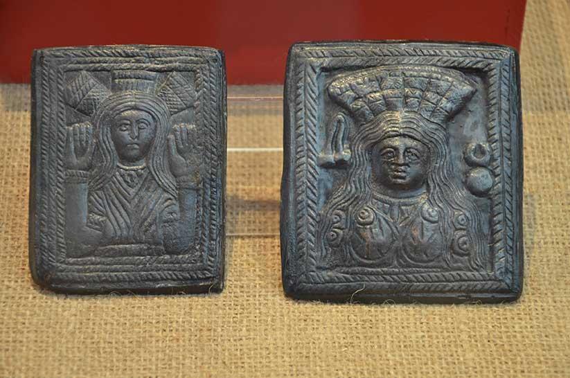 Бронзови Матрици с изображение на източни богини II-III в.
